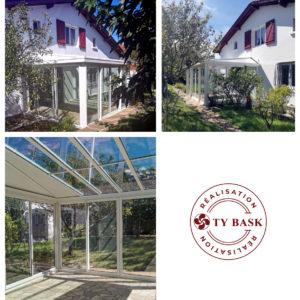 Exemple de réalisation Ty Bask à Hendaye : pose d'une véranda sur-mesure avec toiture en double vitrage contrôle solaire.